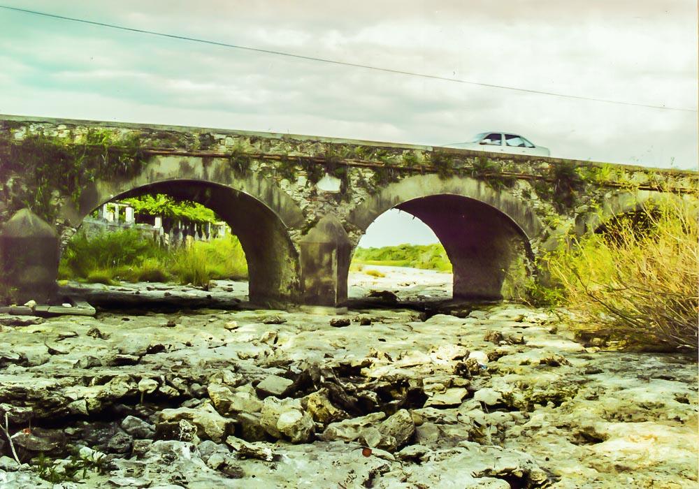 El Arroyo Víboras seco bajo en el Puente Castell.